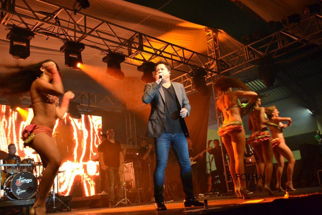 Leonardo canta nos 50 anos da Empresa Roos