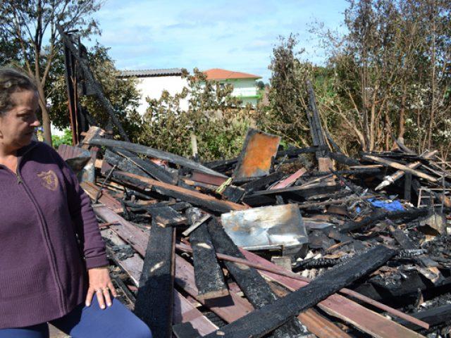 Ano começa com incêndio em residência