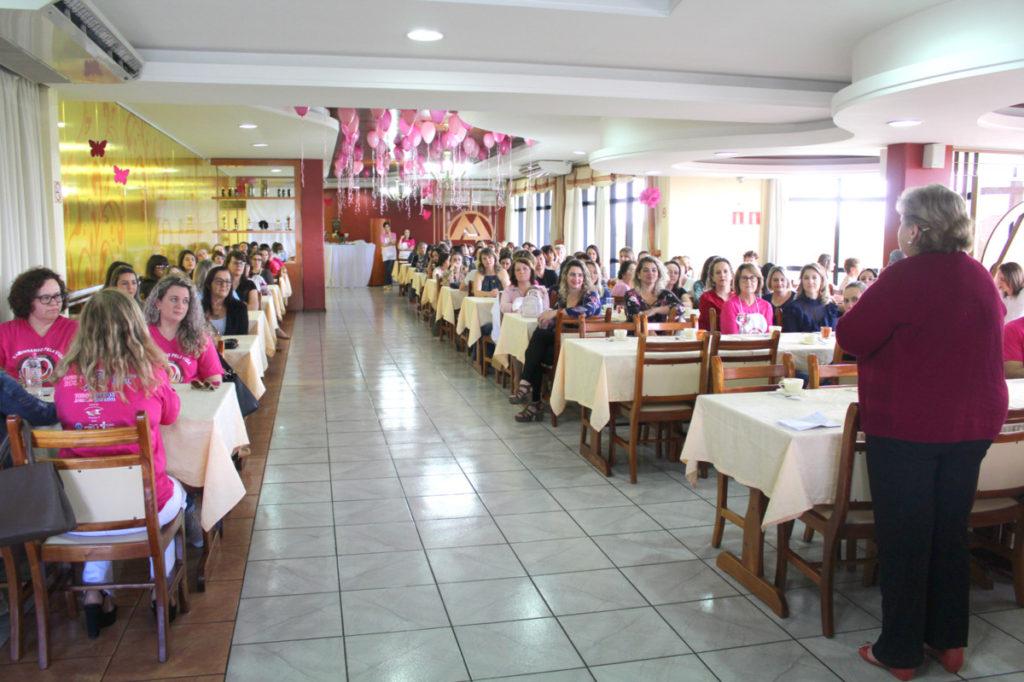 Encerramento do Outubro Rosa reuniu mais de 160 mulheres