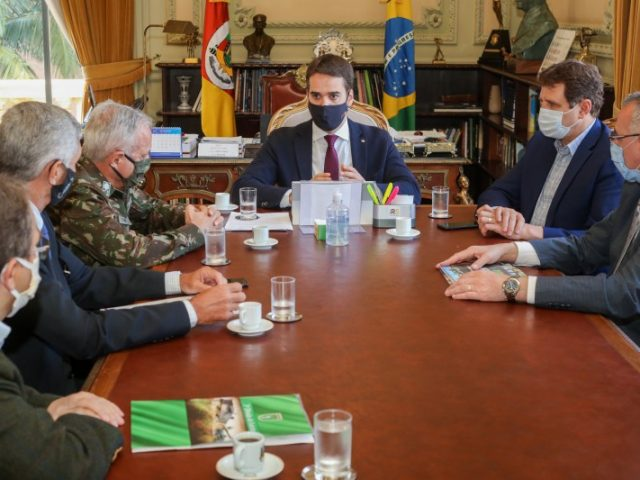 Governador confirma interesse do RS em sediar nova escola para formação e graduação de sargentos do Exército
