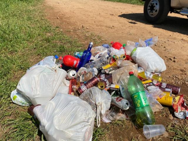 Descarte irregular de lixo no interior de Não-Me-Toque é uma triste realidade