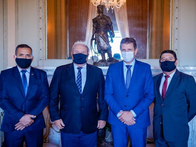 Comitiva de Não-Me-Toque prestigia posse de Ernani Polo no comando do estado