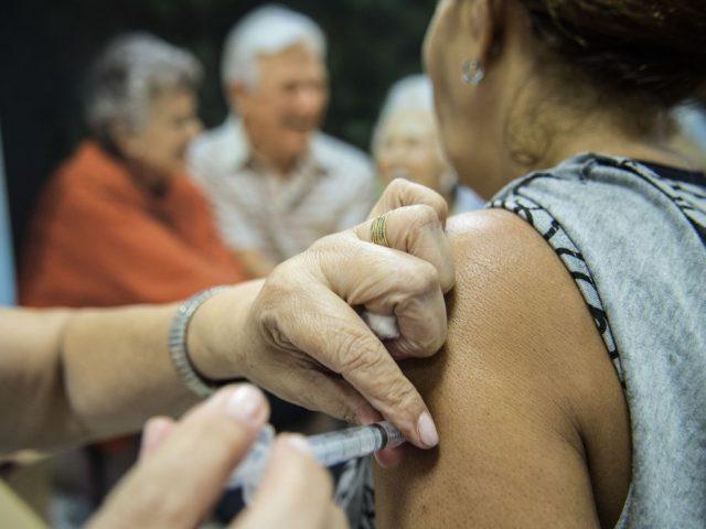 Covid-19: terceira dose da vacina será aplicada a partir de setembro