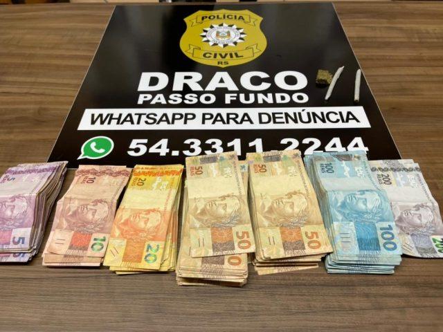 Draco apreende mais de 23 mil reais sem procedência com dois homens em Passo Fundo