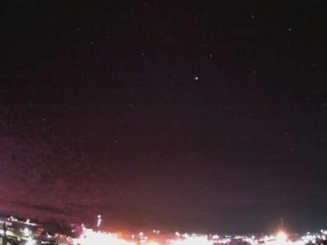 Vídeo mostra meteoro sobrevoando o céu do Sul do Brasil