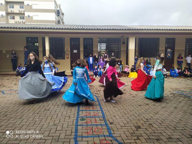 Gincana Farroupilha na Escola Sete de Setembro celebra tradicionalismo gaúcho com os alunos