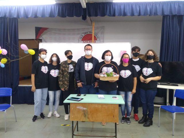 Amigos da Vida levam informações sobre câncer aos estudantes do Solano
