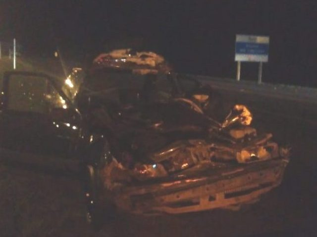 Acidente entre carro e caminhão deixa uma pessoa morta e outra ferida em Tio Hugo