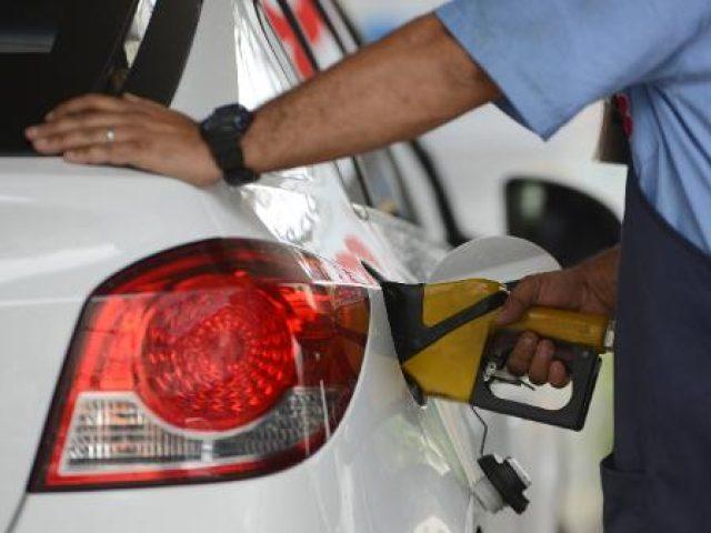 Gasolina mais cara do país é registrada no RS por R$ 7,49 o litro